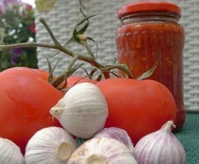 Аджика з помідорів і часнику гостре і смачно!