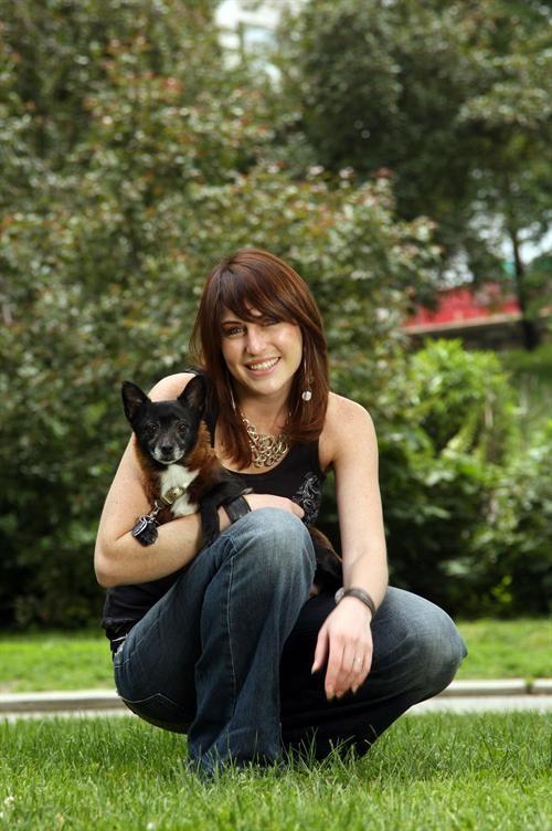 Тренер тварин з Нью-Йорка Лісса Розенберг (Lyssa Rosenberg) навчила свого тер`єра виконувати прості команди