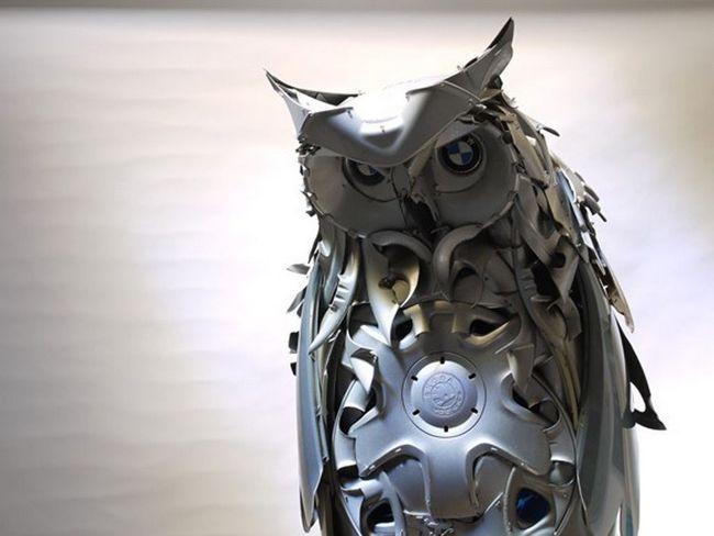 Британський художник створює скульптури зі старих колісних ковпаків
