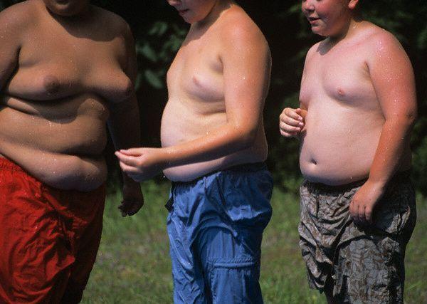 Страждаючі від ожиріння діти в літньому таборі в штаті Массачусетс (2004 рік- фото Karen Kasmauski / Corbis).