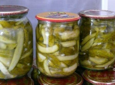 Готуємо салати на зиму з огірків