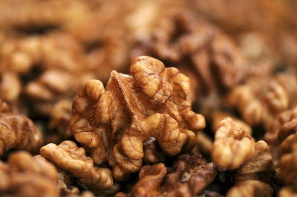 Основними виробниками волоського горіха є США, Китай, Україна, Молдова і Франція. (Фото Steve Terrill / Corbis.)