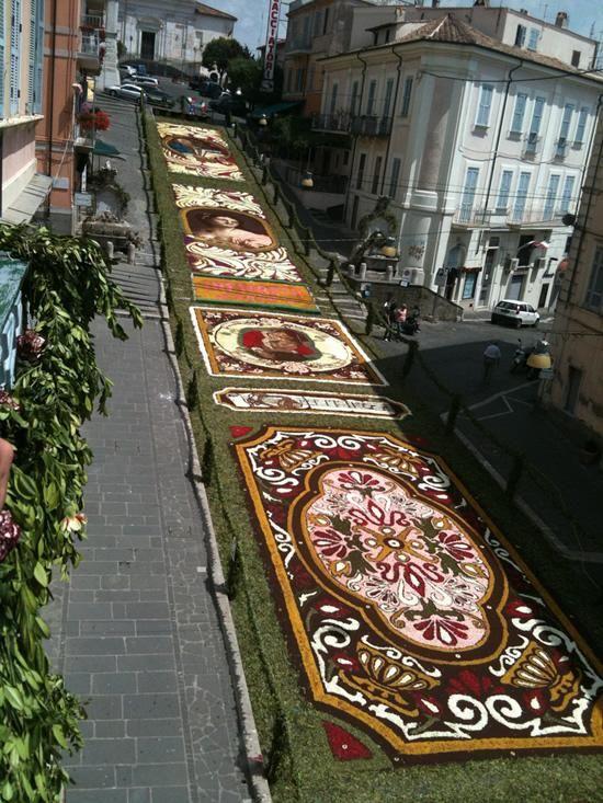 Infiorata - квітковий фестиваль в Італії