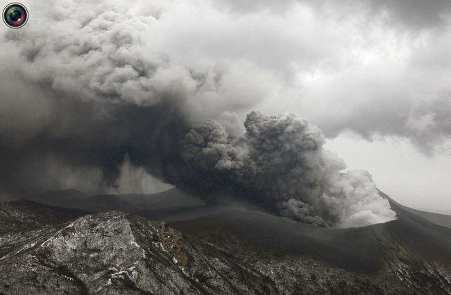 В Японії прокинувся вулкан Сінмое