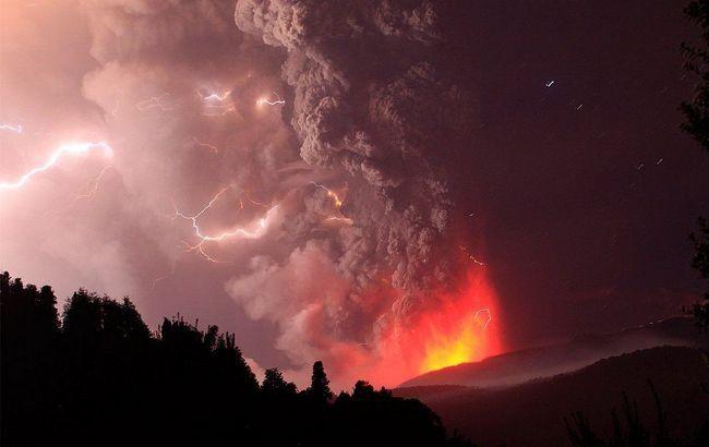 Ефектні фотографії виверження вулкана Пуйеуе.