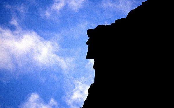 «Старий-гора» в Нью-Гемпширі (США). Поєднання гранітних виступів на горі Кеннон створює ілюзію людського обличчя.