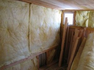 Важливо утеплити стіни курника скловатою або пінопластом