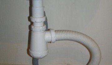 Фотографія зливного патрубка підключеного через сифон, bt-test.ru