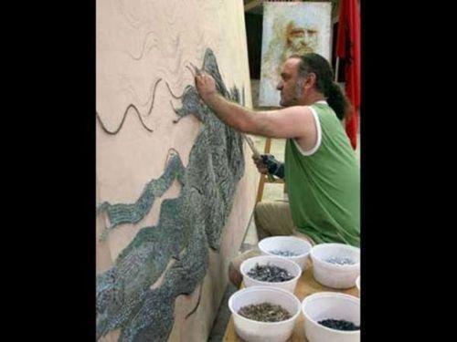 Самір Страті, родом з Албанії, використовує для створення своїх незвичайних картин не тільки цвяхи але і зубочистки.