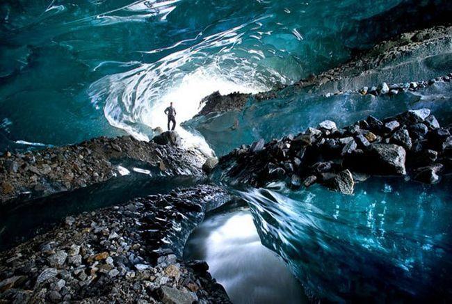 під льодом