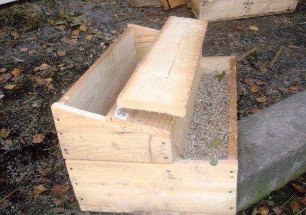 Дерев`яний ящик для годування