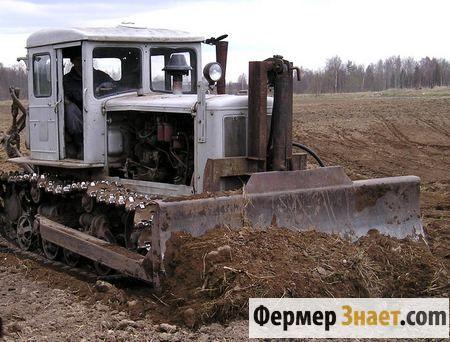 Трактор в роботі