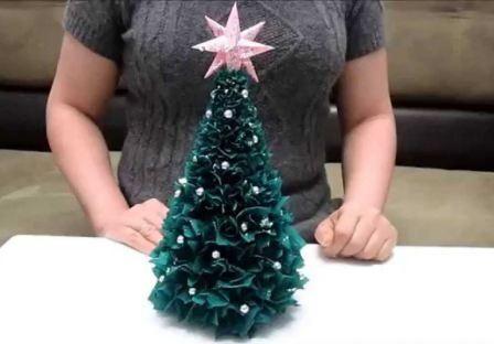 Новорічні вироби з гофрованого паперу своїми руками
