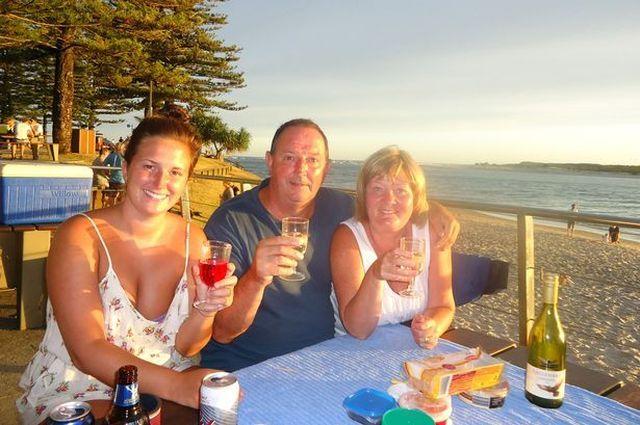 Пол Маршаллсі відпочивав в Австралії з дружиною і дочкою (фото: Channel 9 News)