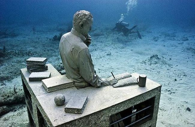 Підводний музей - один із способів скоротити негативний вплив туризму на природні коралові рифи, так як скульптури створюють нову штучне середовище проживання для коралів.