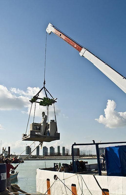 Джеймі Гонсалез - директор національного парку - хоче, щоб до квітня 2010 року в підводному парку було 250 скульптур.