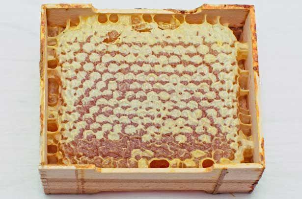 стільниковий мед в рамочці