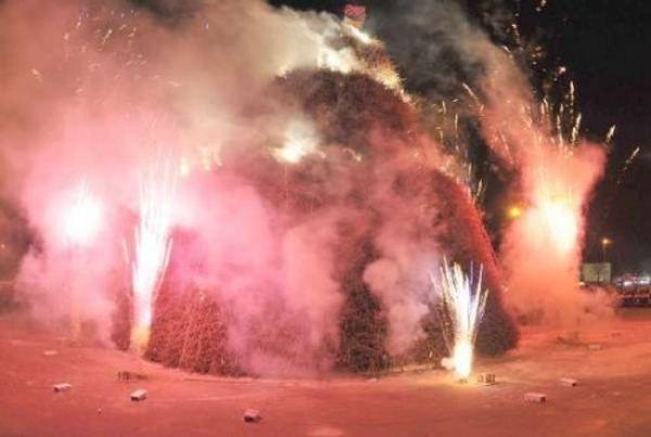 Святкове багаття Focara в Новалі, Італія