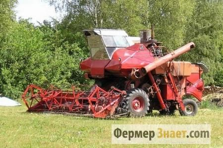 Робочі характеристики самохідних зернозбиральних комбайнів колос