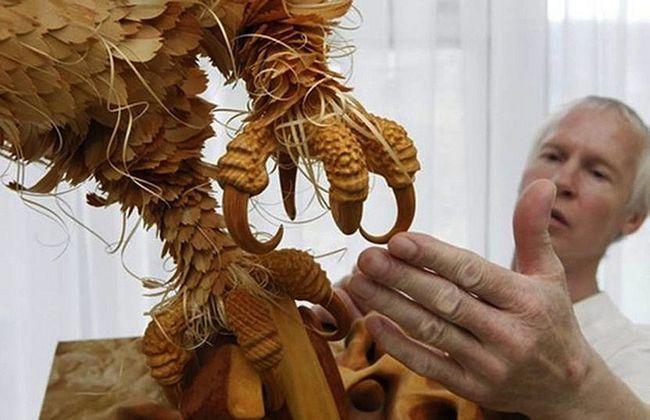 Реалістичні скульптури диких тварин з сибірського кедраа