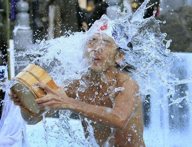 Є найважливішим серед традиційних ритуалів святкування Нового року в Японії. (REUTERS / Kim Kyung-Hoon)
