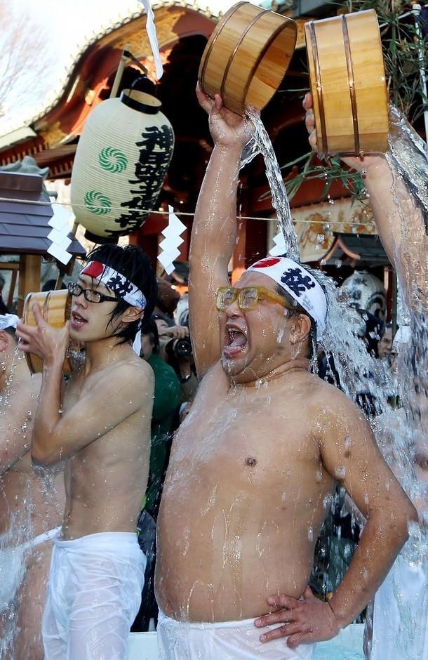 Вироблений щорічно обряд символізує очищення тіла і душі. (Junko Kimura / Getty Images)