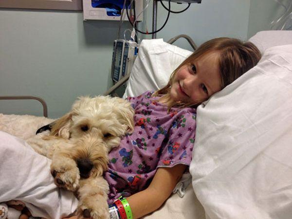 ЛіліБель навіть лежить з дівчинкою в лікарні