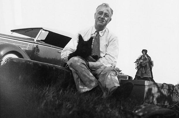Рузвельт зі своїм шотландським тер`єром Фала - собачка встигла знятися у фільмі і при ній складався власний прес-секретар.