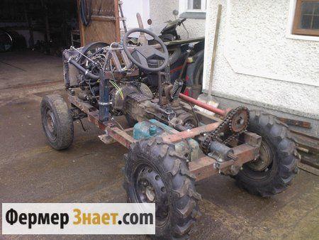 Міні-трактор в процесі складання