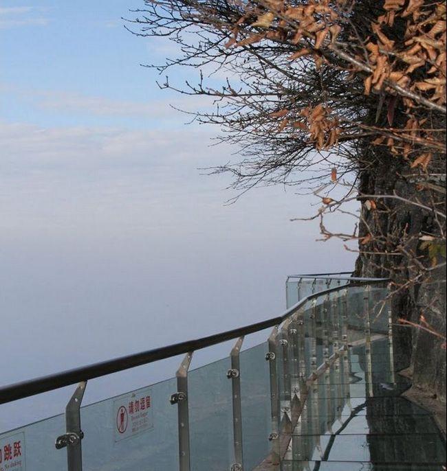 Скляний міст на горі Tianmen