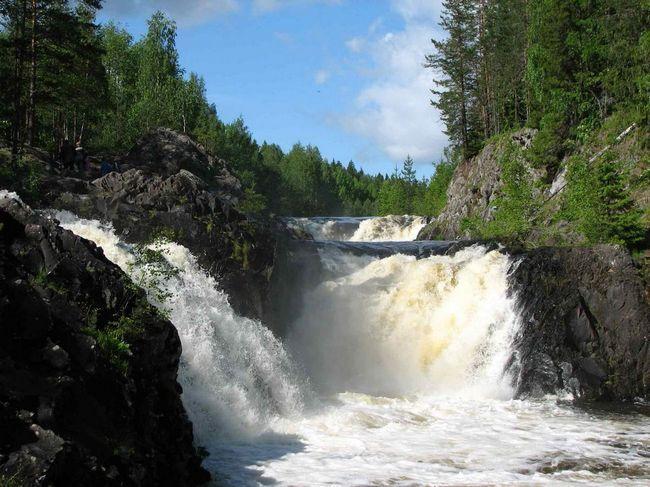 Знаменитий водоспад заповідника Кивач.
