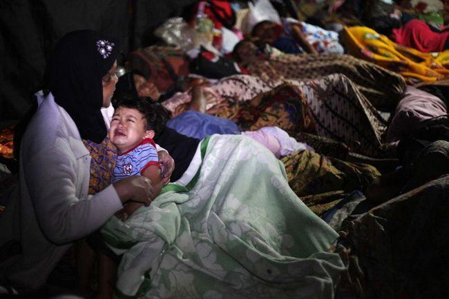 Дитина плаче в таборі біженців після землетрусу в 7 балів 3 вересня в Західній Яві, Індонезія. (Getty Images / Ulet Ifansasti)