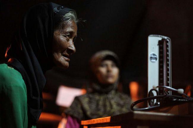 Біженці в лікарні швидкої допомоги в таборі біженців після землетрусу в 7 балів 3 вересня в Західній Яві, Tasikmalaya, Індонезія. (Getty Images / Ulet Ifansasti)