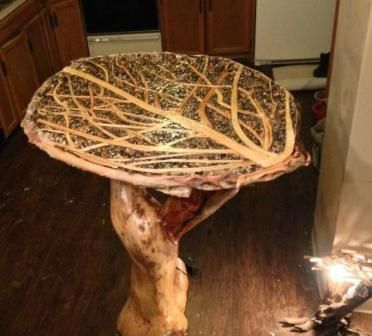 Журнальний столик з дерева на дачу
